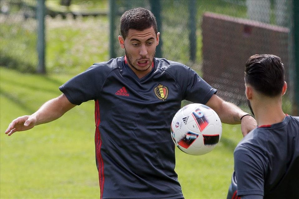 Hazard+je+po+zranen%c3%ad+sp%c3%a4%c5%a5+v+tr%c3%a9ningovom+procese+Belgicka