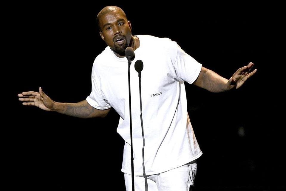 Kanye+West+urovnal+spor+s+Lloyd%27s+of+London+o+nevyplaten%c3%ba+poistku