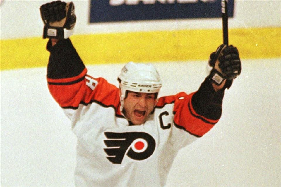 NHL%3a+Lindros+do+Siene+sl%c3%a1vy