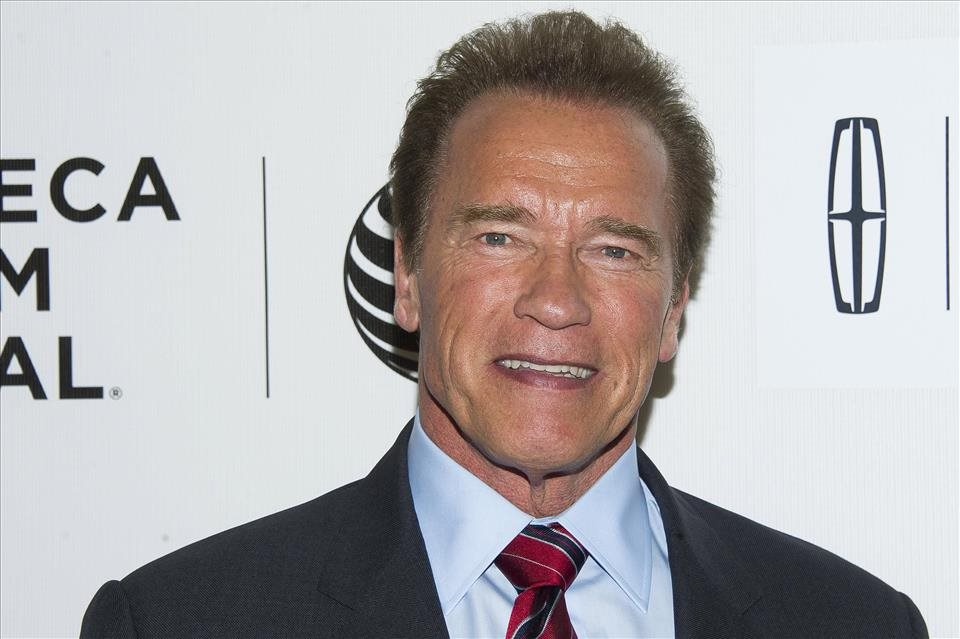 Schwarzenegger+si+zahr%c3%a1+v+kom%c3%a9dii+Why+We%27re+Killing+Gunther
