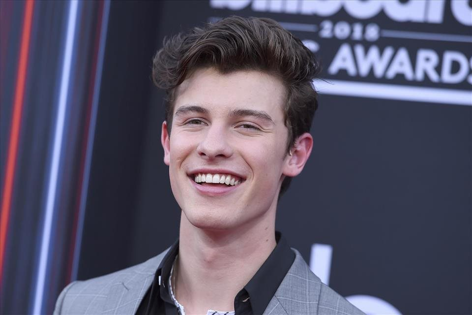 Shawn+Mendes+mal+probl%c3%a9my+so+sl%c3%a1vou