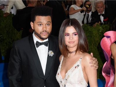 The Weeknd so Selenou Gomezovou.