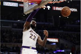 VIDEO%3a+Lebron+James+uk%c3%a1zal%2c+%c5%bee+je+pre+Lakers+nenahradite%c4%ben%c3%bd