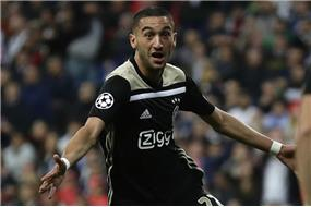 Ziyechov+odchod+do+Lond%c3%bdna+je+u%c5%be+ist%c3%bd%2c+Ajax+na%c5%a1iel+za%c5%88ho+u%c5%be+aj+n%c3%a1hradu