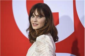 Zooey+Deschanel+m%c3%a1+nov%c3%a9ho+priate%c4%bea